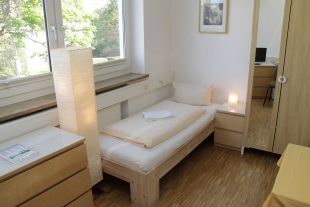 Kommode _Schrank_1 Bett